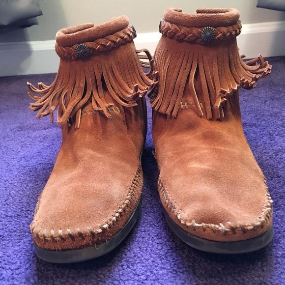 1557750d1d806 Minnetonka Concho Fringe Suede Women's Ankle Boots.  M_5cba228fde696aac686da465
